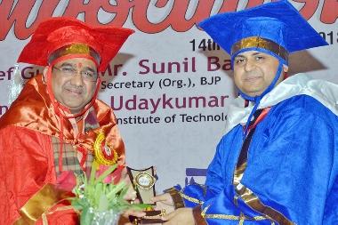 Chairman Pratap University presenting memento to Sri Sunil Bansal, State  Secreatay BJP